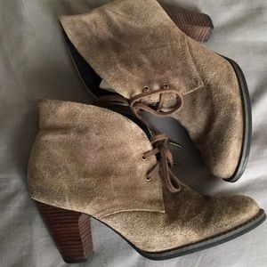 Heeled Clarks Suede Booties 👒👜